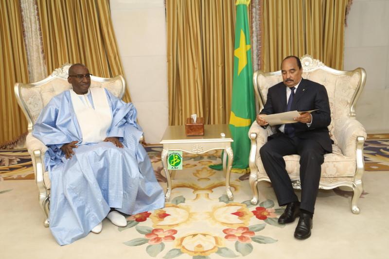 وزير الخارجية السينغالي لحظة استقباله من طرف الرئيس  محمد ولد عبد العزيز