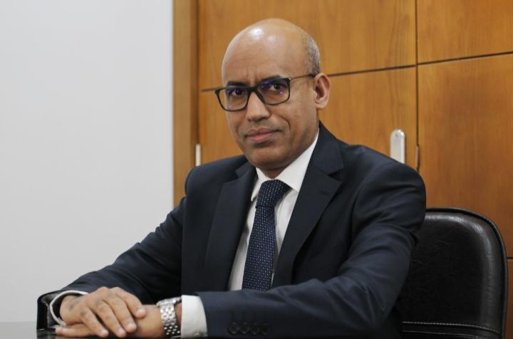 السيد محمد فال ولد العام / الخبيري الدولي في الاقتصاد و المالية