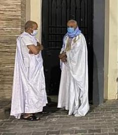 المحامى محمدن ولد إشدو في انتظار ان يؤذن له بالدخول
