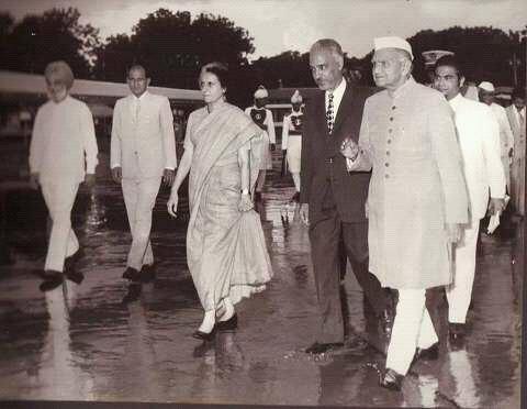 الرئيس المختارولد داداه  مع زعماء الهند