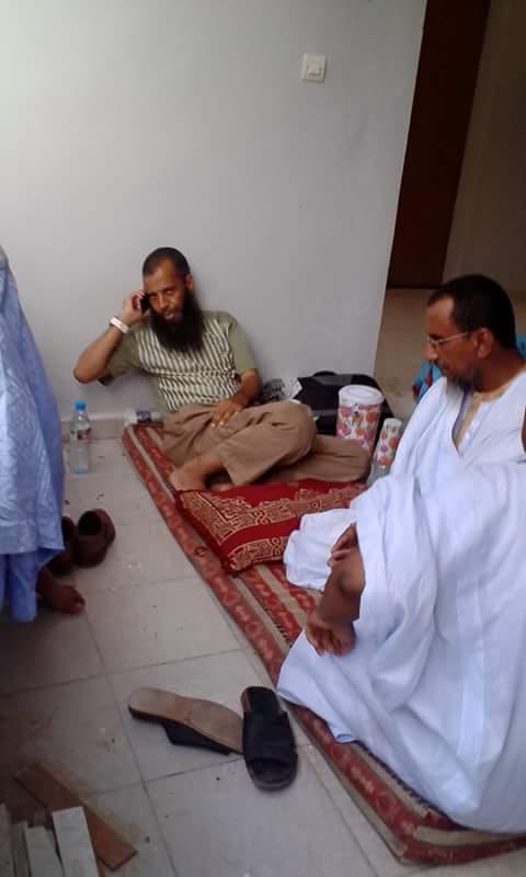 صورة للإمام  : خالد و إسلم  وهو معتقل لدى الشرطة