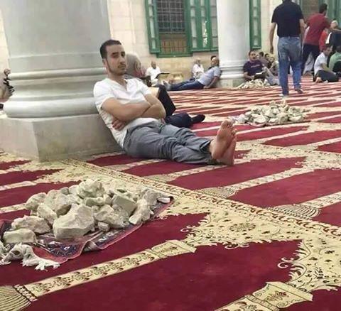 أهل القدس مرابطون فيه سلاحهم  العقيدة الصافية والحجارة