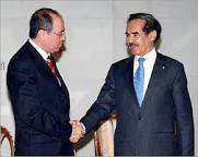 ولد الطايع مصافحا سلفان شالوم وزير خارجية الكيان الصهيوني سابقا