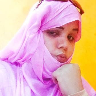 المدونة/  الشاعرة الموريتانية أماني أطار   الموقوفة  لدى مكتب مكافحة المخدرات
