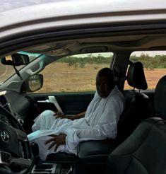"""الوجيه و السياسي البارز / عبد الرحمن ولد الشين الملقب """"ديبه"""" وهو في طريقه إلى المهرجان"""