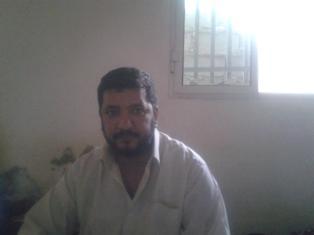 صورة للنصاب المحتال عاهد زهراوي وهو داخل قسم الشرطة رهن الإعتقال