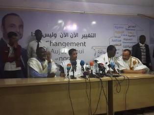 مرشحو المعارضة الاربعة في مؤتمر صحفي سابق