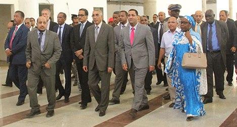 الوزير الأول اثناء زيارة المطار اليوم