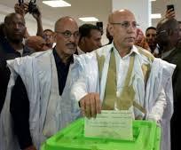 المرشح محمد ولد الشيخ الغزواني يدلي بصوتيه يوم الأقتراع