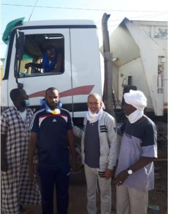 العمدة الدكتور جمال ولد كبود  في الميدان مع عمال النظافة