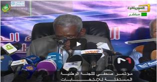 رئيس اللجنة المستقلة وهو يتحدى الشعب و يتلاعب بالدستور