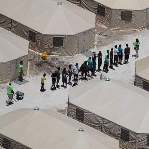 مخيم المهاجرين السريين حيث يعتقل الشباب الاربعة