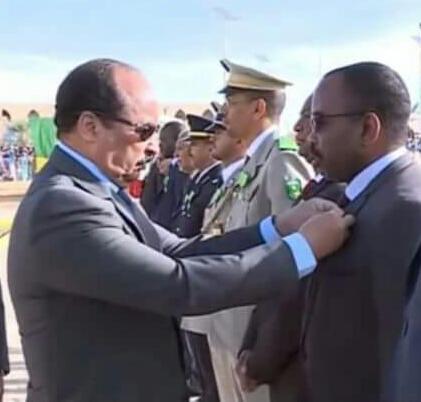 الرئيس عزيز يوشح الإطار محمدفال ولديوسف بوسام فارس