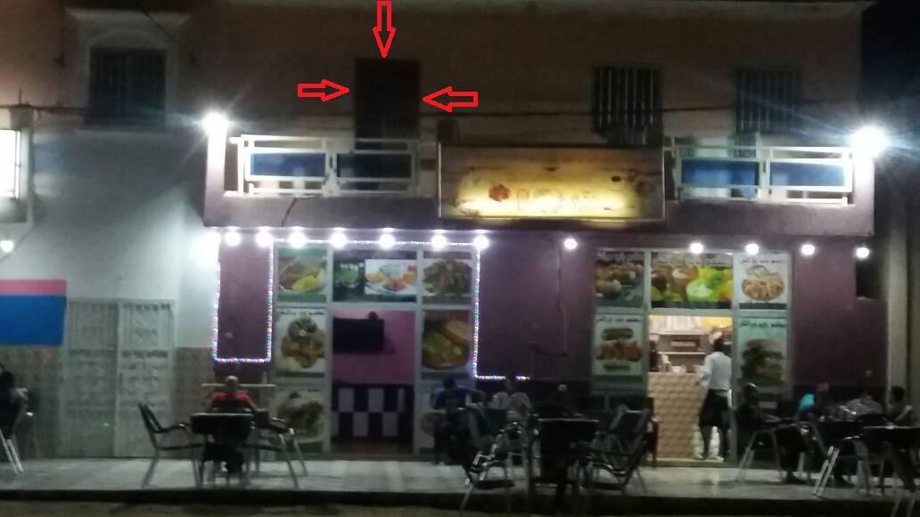 باب وكر الدعارة و الرذيلة القابع فوق مطعم ومقهى باب مُراكش