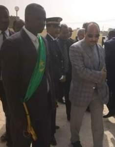 صورة تجمع العمدة ولد معط بالرئيس ولد عبدالعزيز