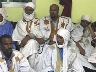 د / بيت الله ولد أحمد لسود رفقة عدد من أعيان مجموعته الإجتماعية