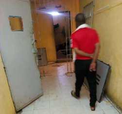 ابواب عنابر السجن بعد تكسيرها من طرف الزلاء امس الاربعاء