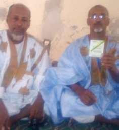 العمدة / إسلكو بن أحمد بن التشيت  لحظة إعلانه عدمه للمرشح سيدي محمد ولد ببكر