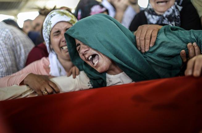 داعشي يقتل أمه امام الجميع لأنها طلبت منه ترك التنظيم - ارشيف