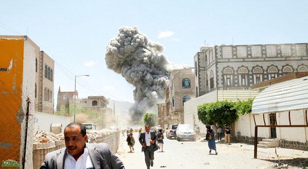 صورة من منزل عالى عبد الله صالح  وهو يتعرض للقصف