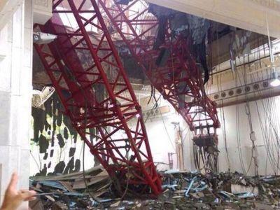 صورة للرافعة بعد سقوطها