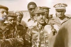قائد الإنقلاب يومها العقيد المصطفى ولد محمد السالك ـ لحظة إعلان الإنقلاب ـ