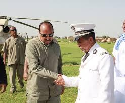 الرئيس : عزيز اثناء زيارة له لأحدى الولايات