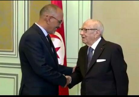 النقيب الشيخ ولد حندي اثناء لقاءه مع الرئيس الباجي قائد السبسي